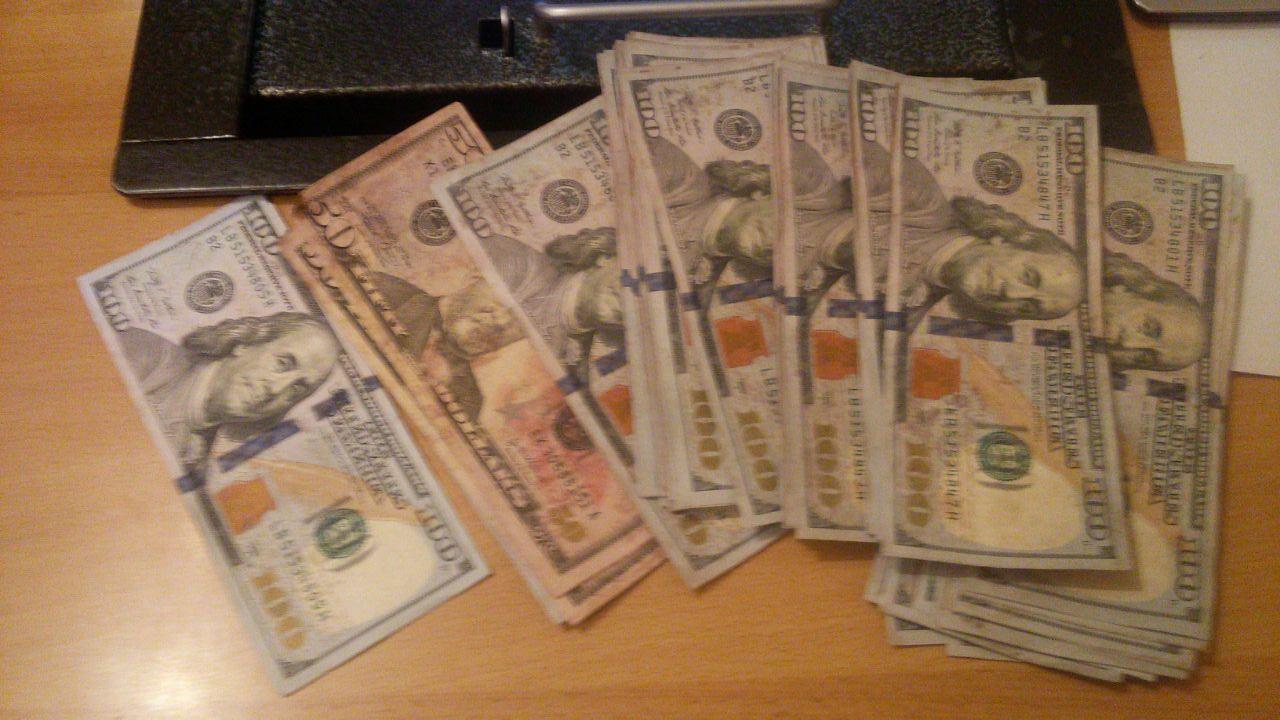 Какие доллары не принимает банк. Банк не принимает ветхие доллары. Какие доллары не принимают в Казахстане. Какого года доллары не принимают в Казахстане.