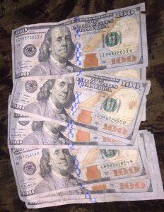 Какие банки принимают ветхие доллары, евро, фунты в Алматы и Астане. Банки принимающие ветхие доллары. В какой банк сдать ветхие доллары. Инкассо валюты.