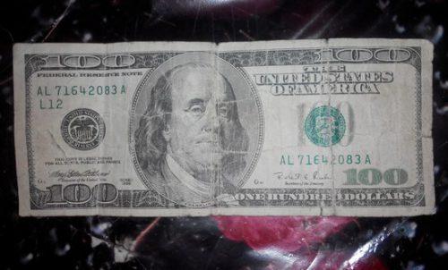 Что делать если постирал доллары. Где обменять постиранные доллары. Где сдать постиранные доллары и евро. Где принимают постиранную валюту.