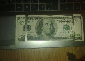Обмен порванной валюты в Алматы и Астане. Где обменять надорванные доллары и евро. Порван кусок купюры доллар где поменять. Обмен испорченных долларов.