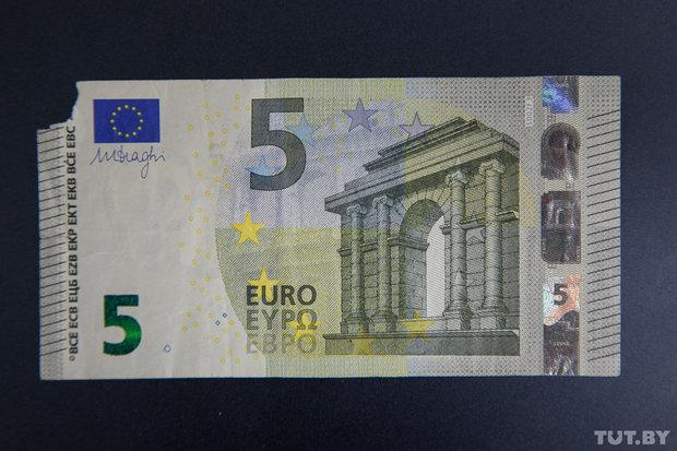 Оторван край купюры где обменять доллары евро фунты и другие иностранные валюты в Алматы. Оторван угол доллара где поменять. Порван край купюры где меняют.